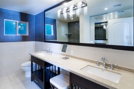 <p>Luxury King Bathroom</p>